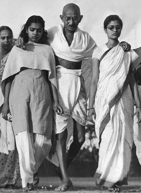 Mohandas K. Gandhi ;Manilal Gandhi ;Mrs. Kanu Gandhi;Pyarelal;Sita Gandhi;Sushila Pai;Raj Kumari